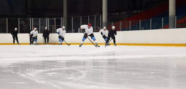 Cold at a recreational hockey game